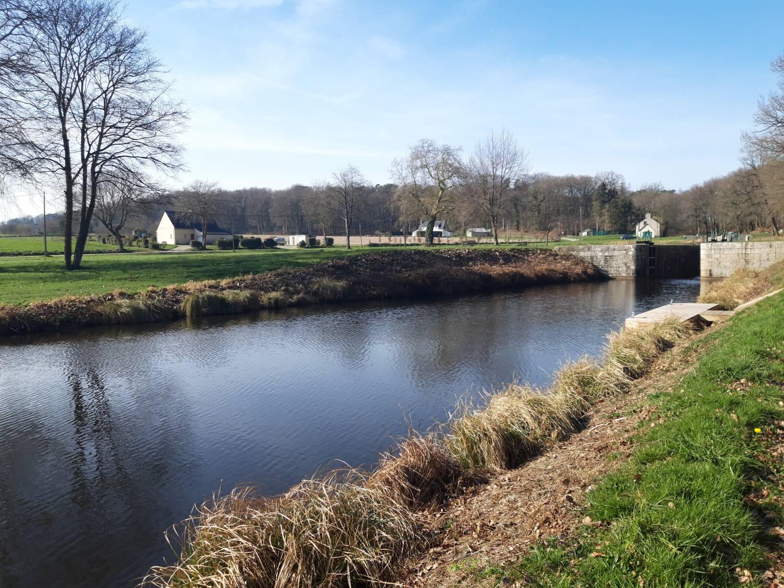 Le canal face au Louarnig Park